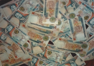 Mozambican money in $10,000 bills
